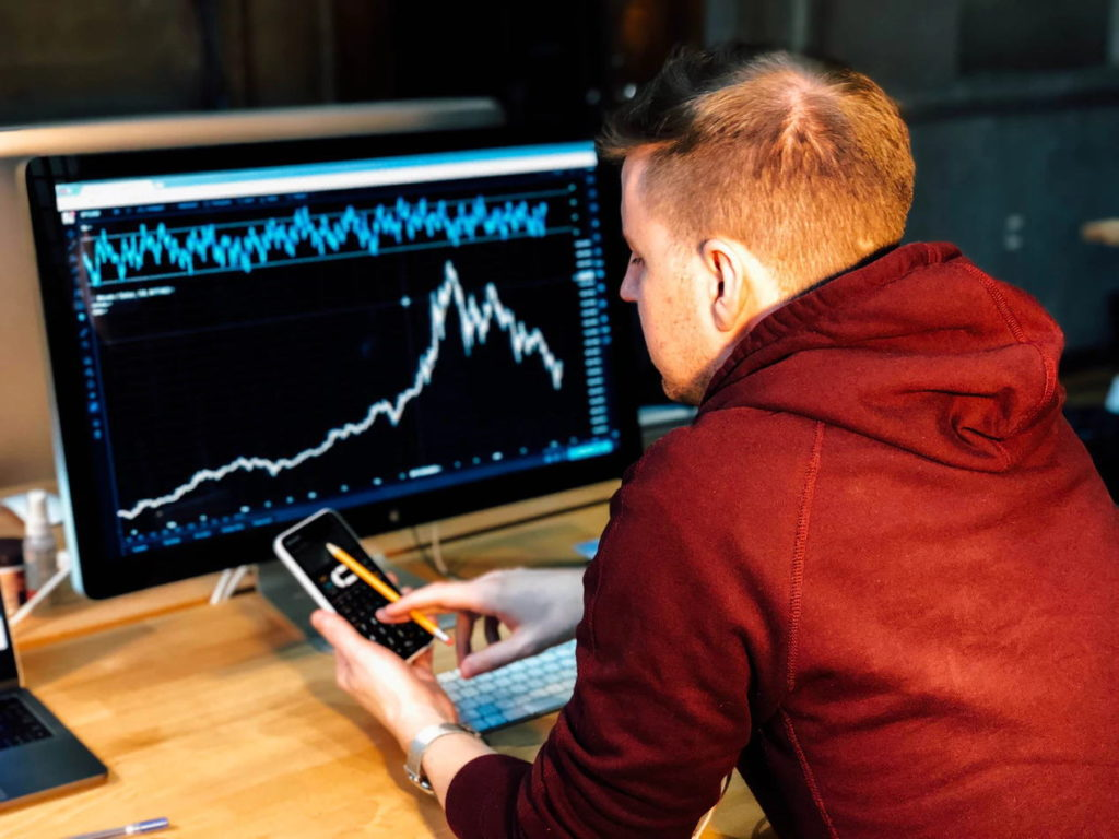 なぜ株価は上下するのか?【値動きの仕組みを解説】